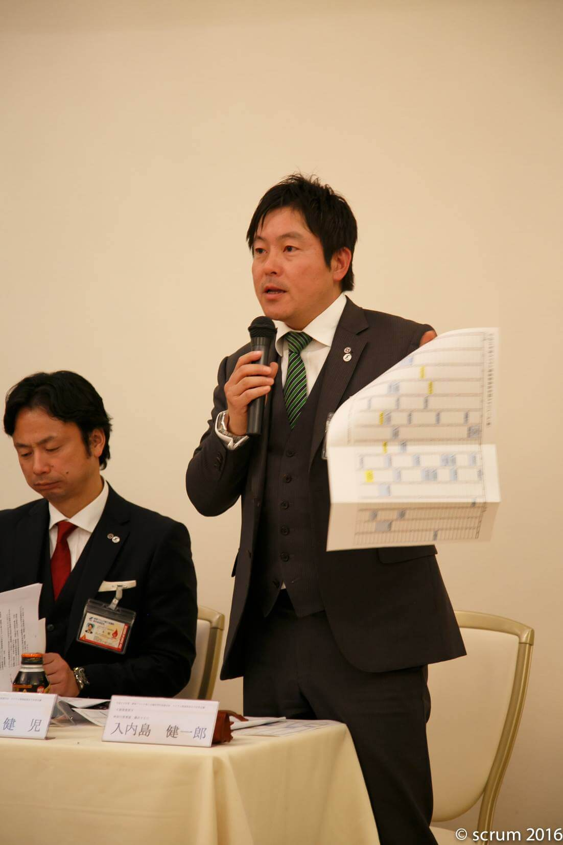 入内島健一郎副委員長